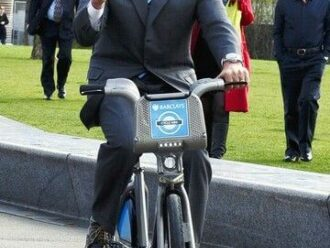 What are the advantages of an electric bike?